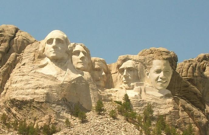 Obama jetzt ganz prominent unter seinen großen Vorgängern (Quelle:http://kamelopedia.net/index.php/Datei:Obama_forever.jpg)