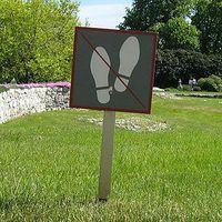 Rasen betreten verboten.jpg